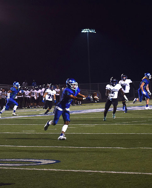 Jaguars+kick+returner%2C+Devon+Schwieso%2C+extends+his+arms+to+make+the+catch.%0APhoto+by+Tyler+Golden