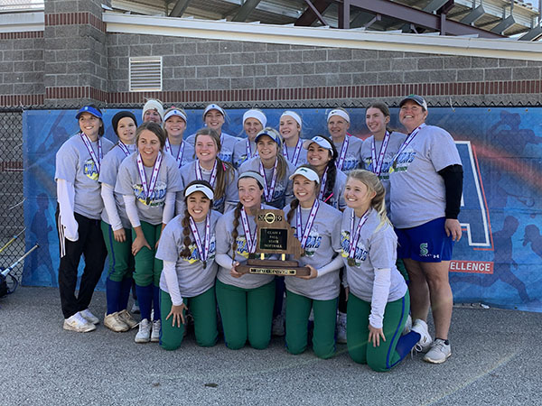 Softball wins back-to-back state championships